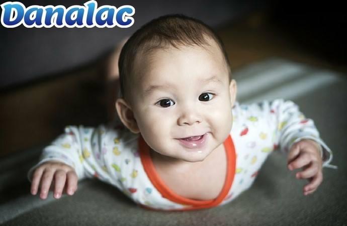 babies tummy time Dana milk