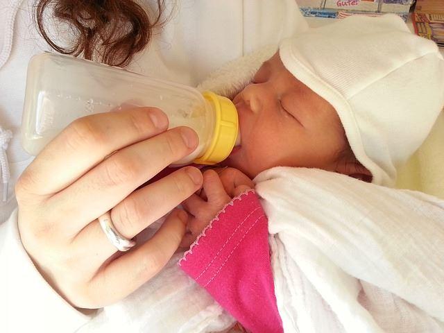 baby milk feeding